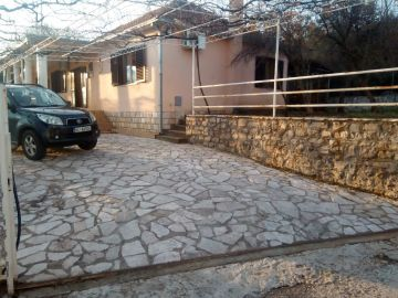 Family house, Rent, Podgorica, Tološi