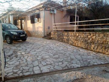 Porodična kuća, Izdavanje, Podgorica, Tološi