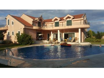 Luksuzna kuća, Prodaja, Podgorica, Cijevna