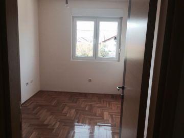 Flat in a building, Rent, Podgorica, Momišići