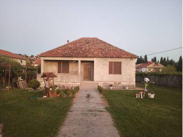 Porodična kuća, Izdavanje, Podgorica, Masline